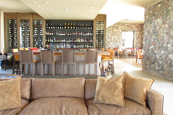 Vines Resort and Spa bar