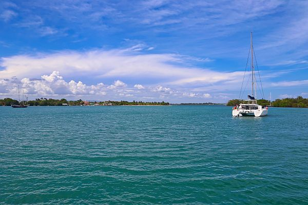 exploring Belize by private yacht