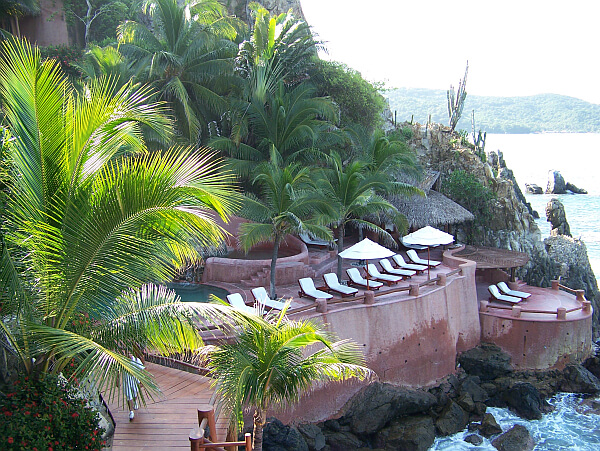 zihuatanejo luxury hotel