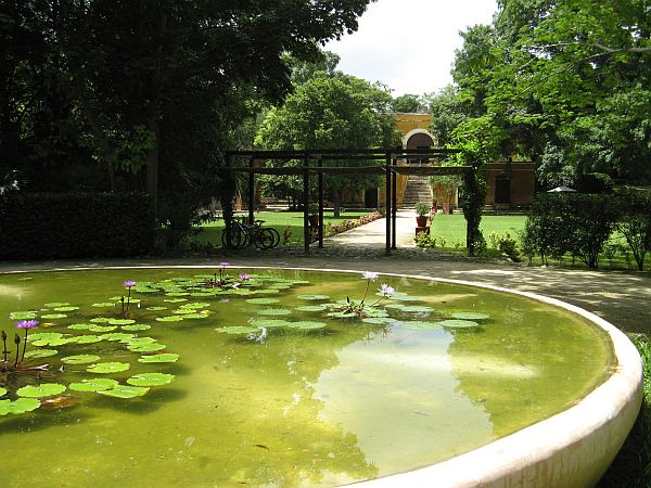 Hacienda Uayamon fountain