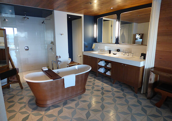 Suites' bathrooms in Cabo San Lucas