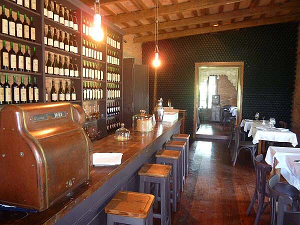 Narbona Wine Lodge wine bar